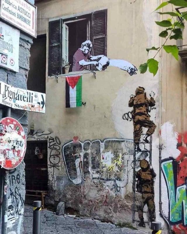 دیوارهای شهر ناپل هم به صدا درآمد لینک : https://asarartmagazine.ir/?p=24492👇 سایت : AsarArtMagazine.ir اینستاگرام : instagram.com/AsarArtMagazine تلگرام : t.me/AsarArtMagazine 👆